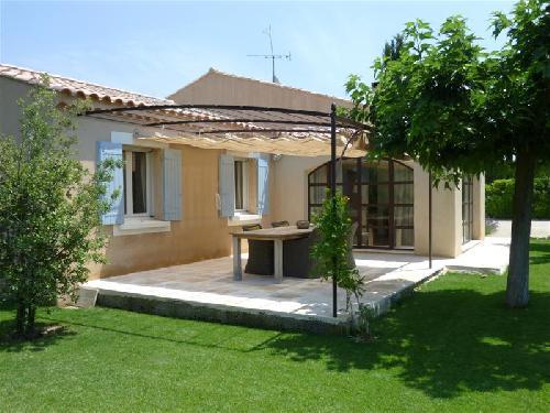 ventes maubec vaucluse 84 villa plain pied 3 chambres jardin clos et paysag avec piscine. Black Bedroom Furniture Sets. Home Design Ideas