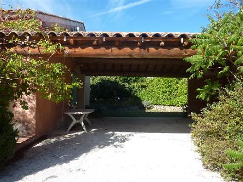 Ventes cabrieres d avignon villa avec 2 chambres et grande for Villa avec terrasse couverte