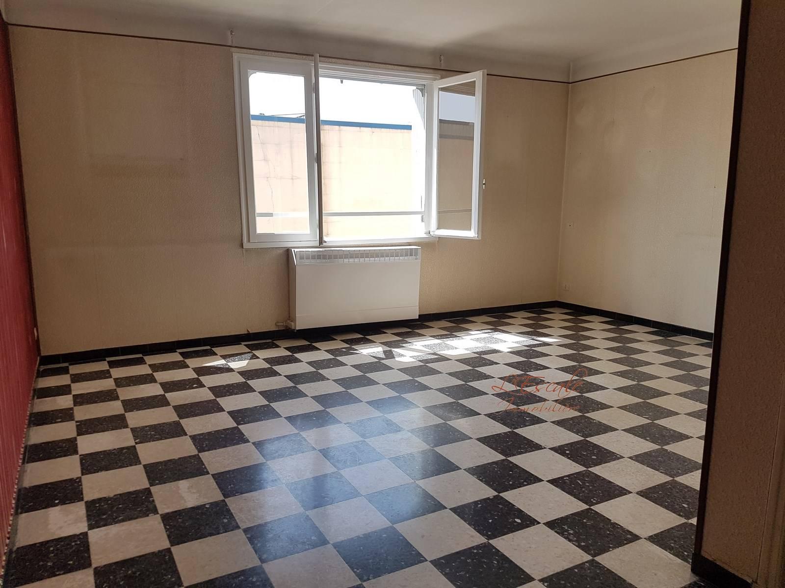 Appartement  T3 Cavaillon en bon état avec garage et cave