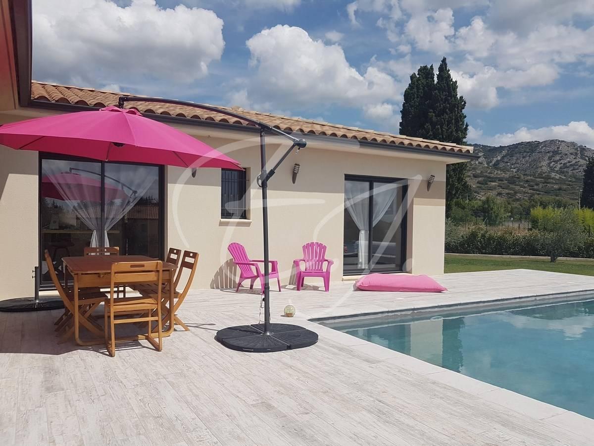vente maison de plain pied 3 chambres piscine garage et grand terrain au pied du luberon en. Black Bedroom Furniture Sets. Home Design Ideas