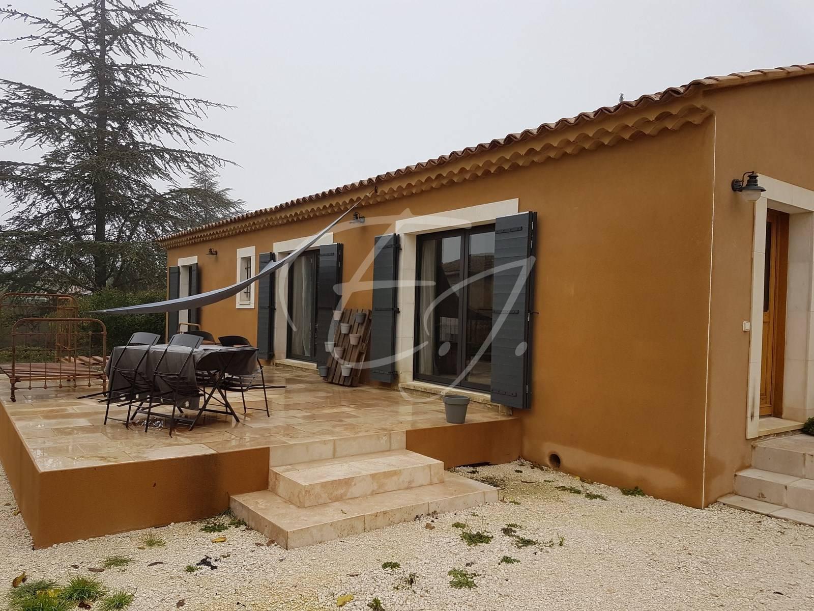 Petite maison de village rénovée à vendre Luberon - L\'Escale Immobilière