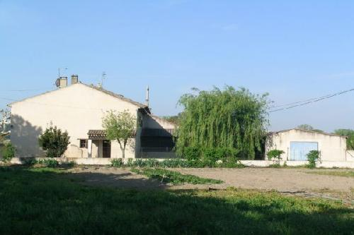 Mas mitoyen a renover en partie Cheval Blanc proche village Vente Achat