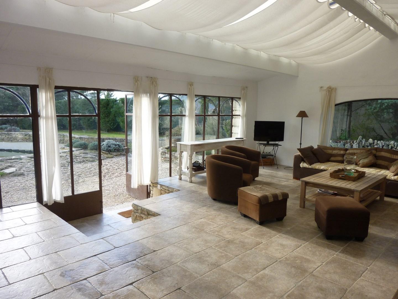 agence immobiliere robion 84 luberon et vaucluse l 39 escale immobili re. Black Bedroom Furniture Sets. Home Design Ideas