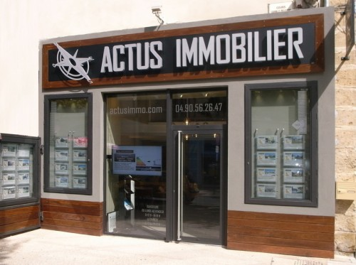 Agence immobiliere eyguieres alpilles provence luberon for Agence immobiliere 84