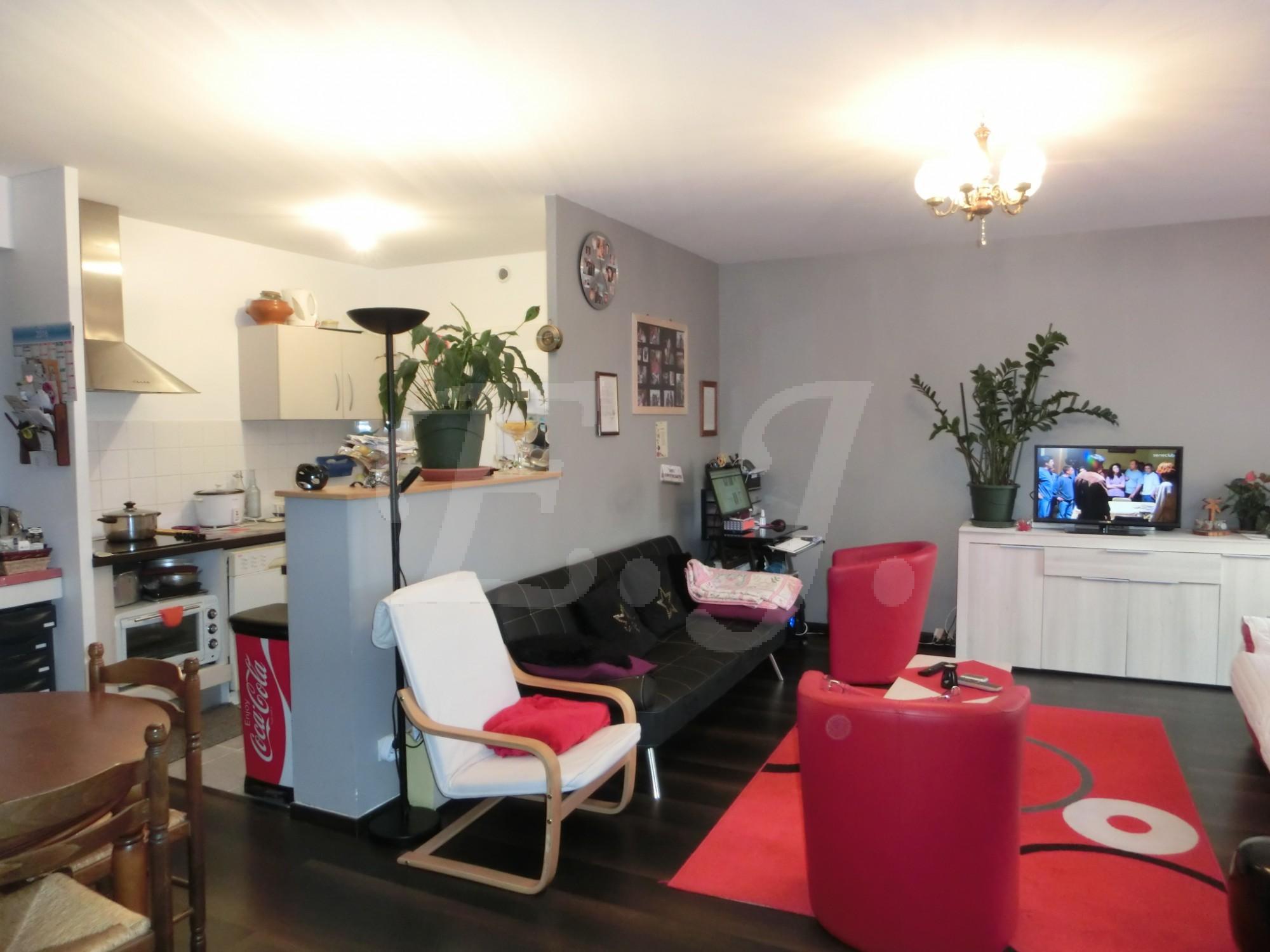 locations appartement dans r sidence t3 f3 cavaillon avec balcon et places de parking l. Black Bedroom Furniture Sets. Home Design Ideas