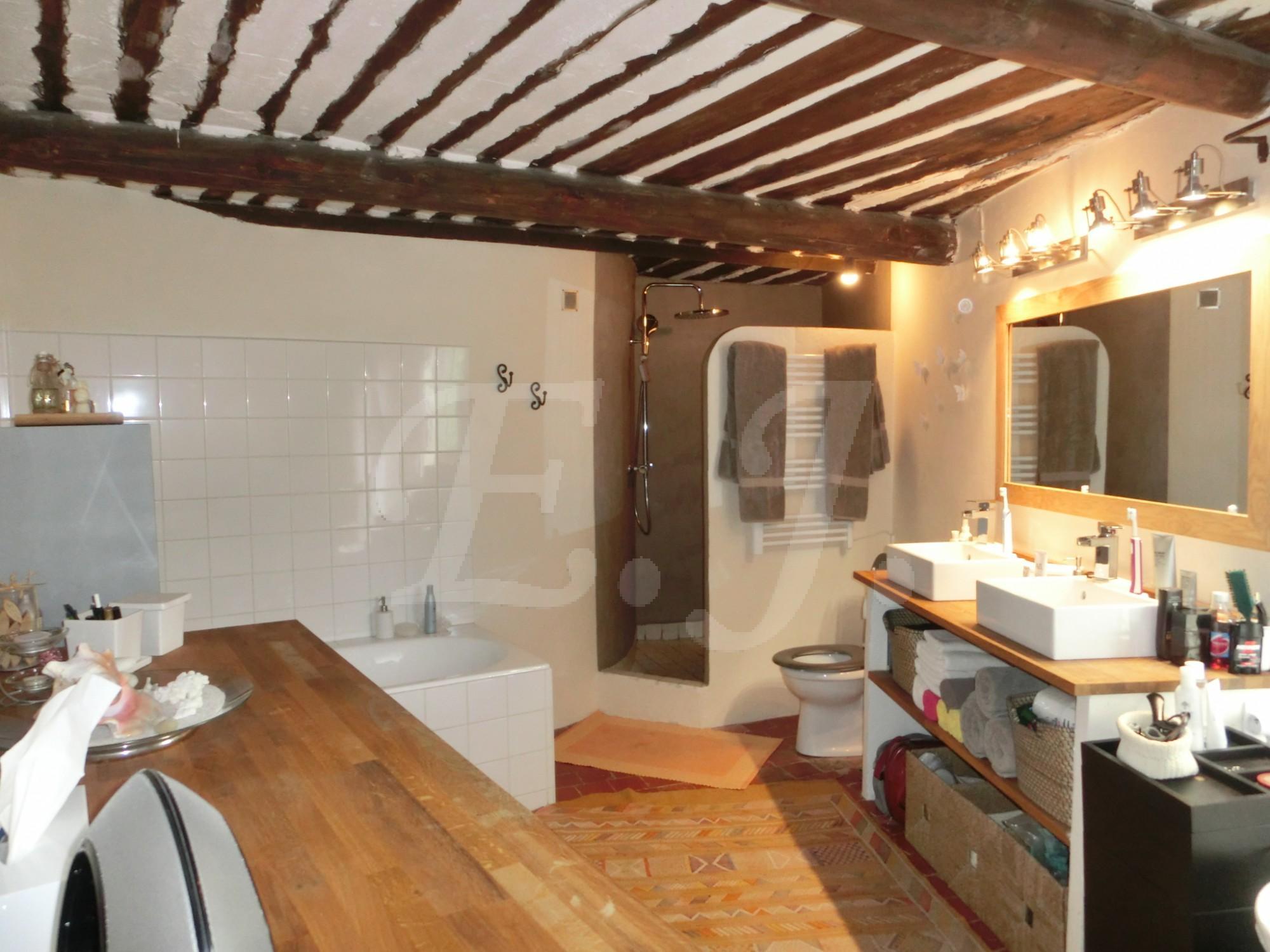 locations maison mitoyenne t4 5 f4 5 gordes mas proven al avec cour int rieure dans un hameau au. Black Bedroom Furniture Sets. Home Design Ideas