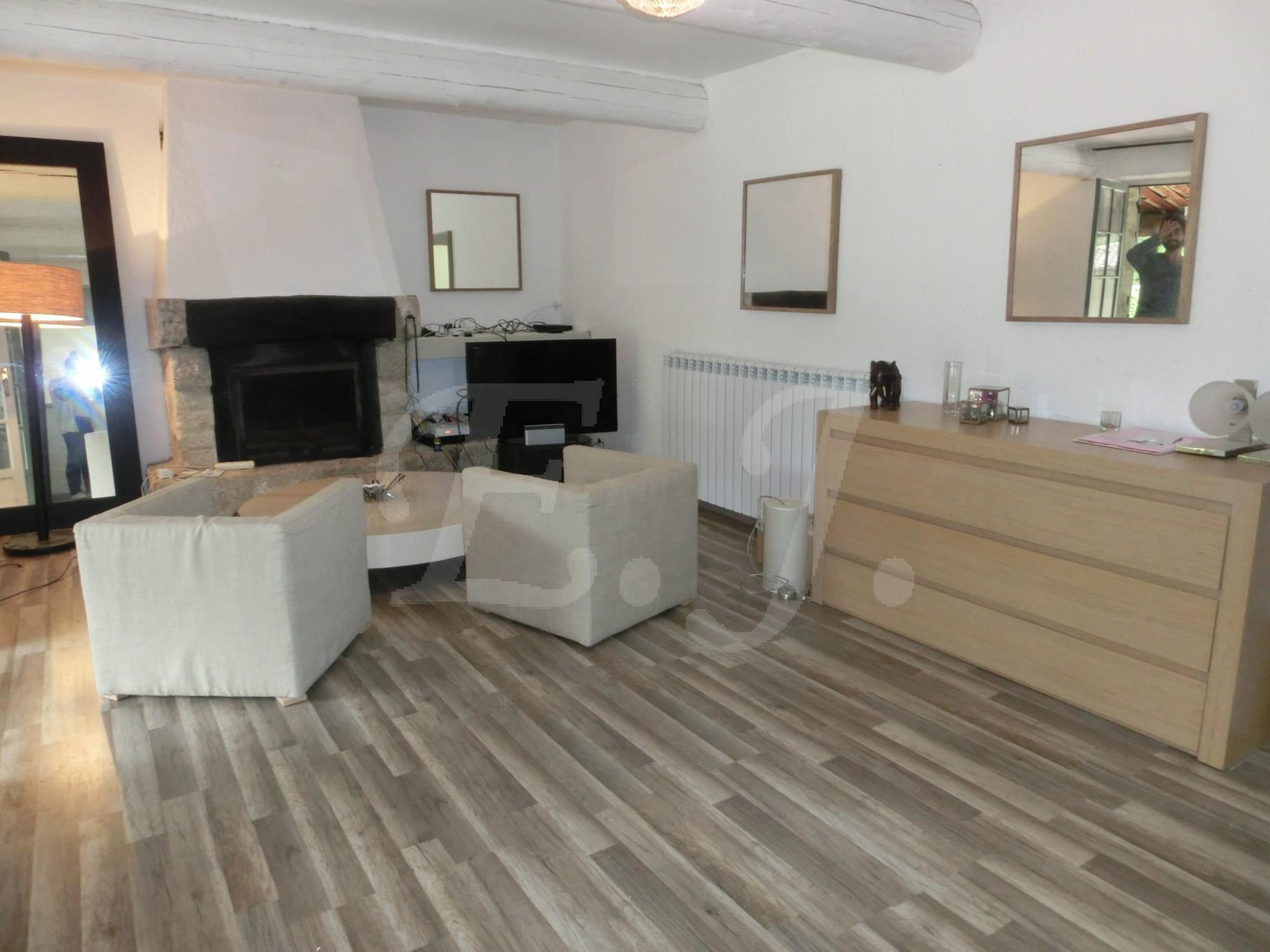 locations maison avec piscine t3 4 f3 4 gordes meubl maison en pierre de plain pied dans la. Black Bedroom Furniture Sets. Home Design Ideas