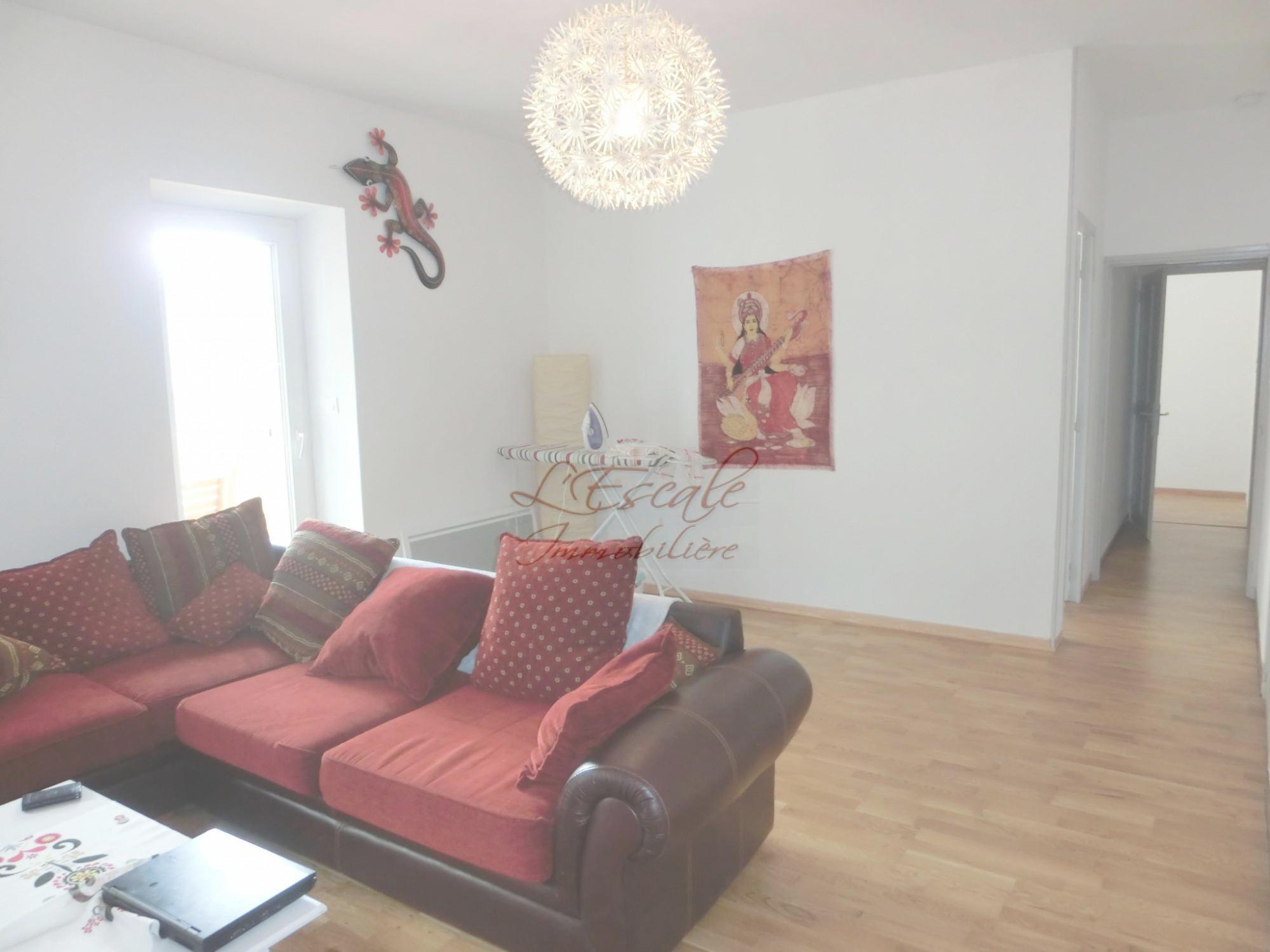 locations appartement dans village t3 4 f3 4 fontaine de vaucluse logement lumineux avec. Black Bedroom Furniture Sets. Home Design Ideas