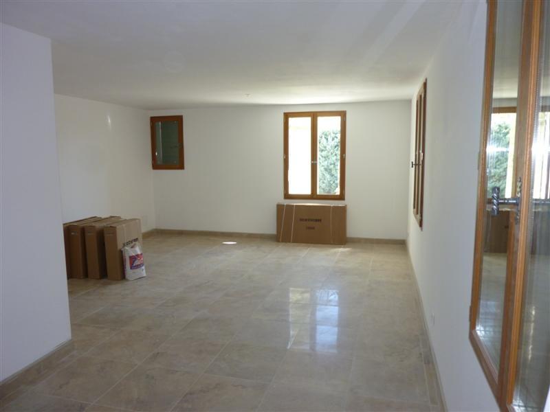 maison neuve 2 chambres et ext rieur a louer a cabrieres d 39 avignon petit jardin a louer 84220. Black Bedroom Furniture Sets. Home Design Ideas