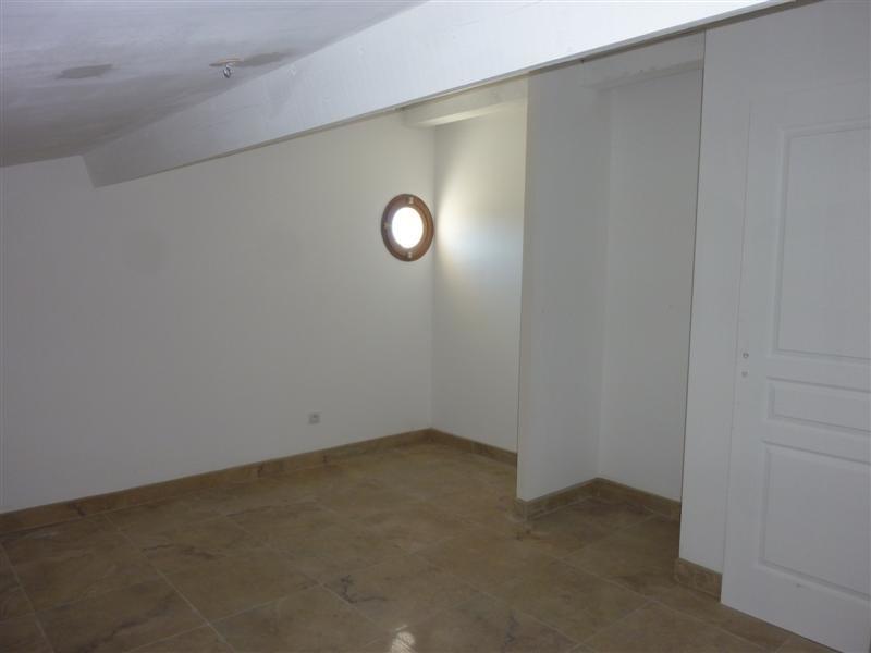 locations maison neuve 2 chambres et ext rieur a louer a cabrieres d 39 avignon petit jardin a. Black Bedroom Furniture Sets. Home Design Ideas