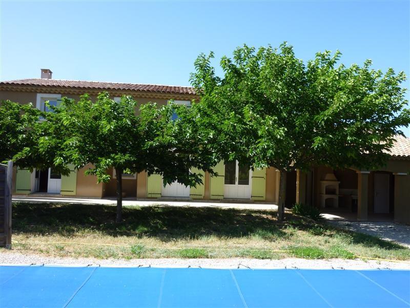 Locations maison avec piscine a louer cabrieres d for Jardin louer 78