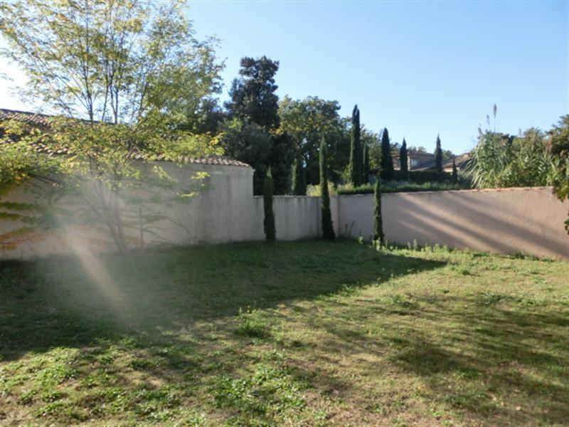 Locations villa de type t4 5 avec garage et jardin a louer for Jardin louer 78