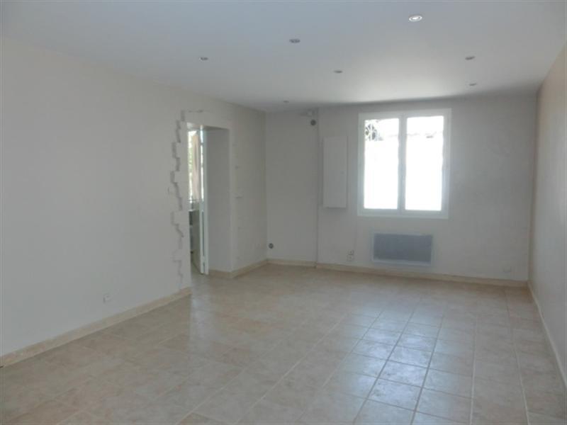 locations a louer sur robion vaucluse 84 appartement avec 1 chambre cuisine amenagee terrasse. Black Bedroom Furniture Sets. Home Design Ideas