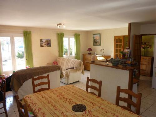 Vente A Vendre Sur Robion Maison Avec 3 Chambres, Cuisine Americaine.  Terrasse. Garage. Terrain Avec Piscine.