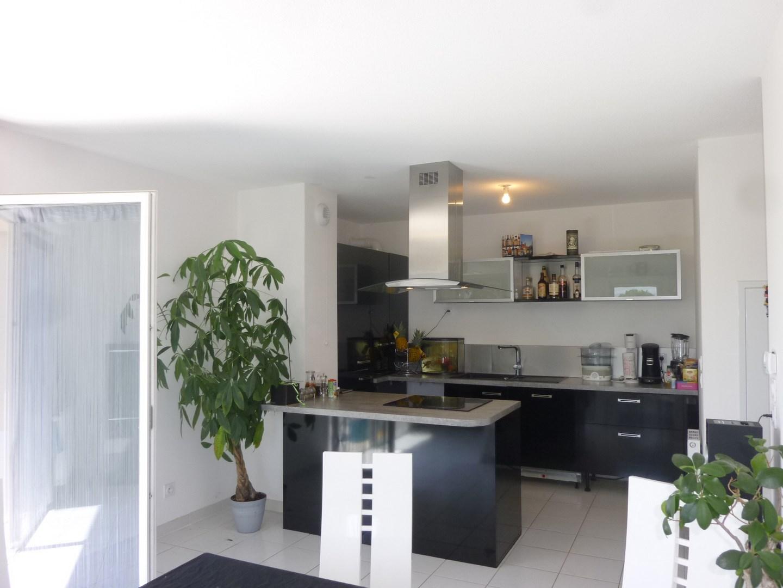 ventes appartement t3 f3 cavaillon parfait etat terrasse avec vue luberon bonnes prestations. Black Bedroom Furniture Sets. Home Design Ideas