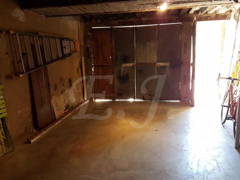 maison de village t3 robion avec terrasse garage et cave au pied du luberon bien vendu l. Black Bedroom Furniture Sets. Home Design Ideas