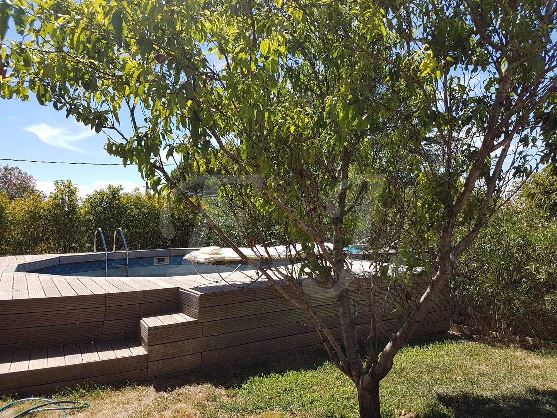 Vente Maison  T4 Robion au centre du village , belle maison avec 3 chambres , piscine , parking fermé sur terrain au pied du Luberon