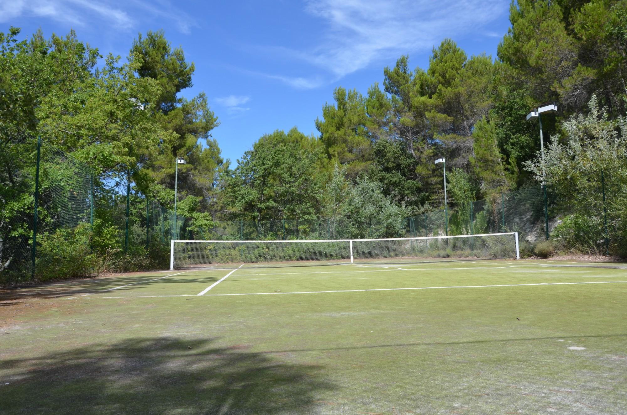 Ventes maison t6 f6 lacoste avec terrain naturellement for Prix construction terrain de tennis