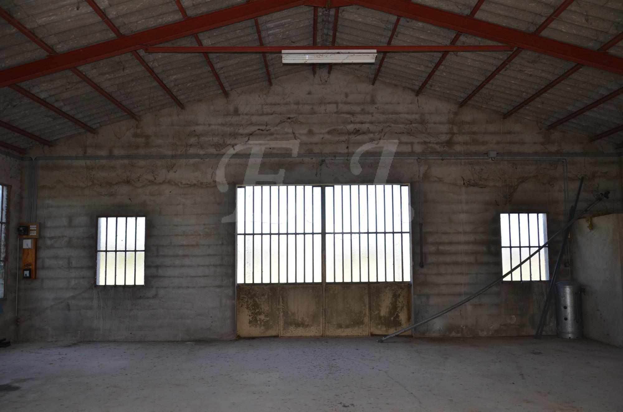 maison t4 robion avec hangar garage et jardin l 39 escale immobili re. Black Bedroom Furniture Sets. Home Design Ideas