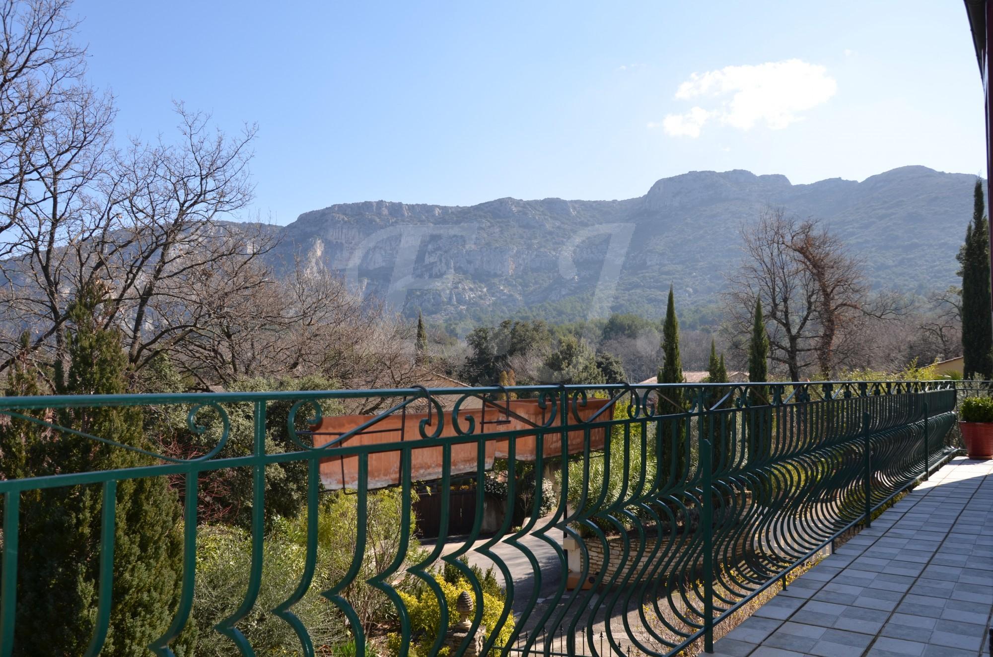 LES TAILLADES grande maison au pied du Luberon avec vue panoramique