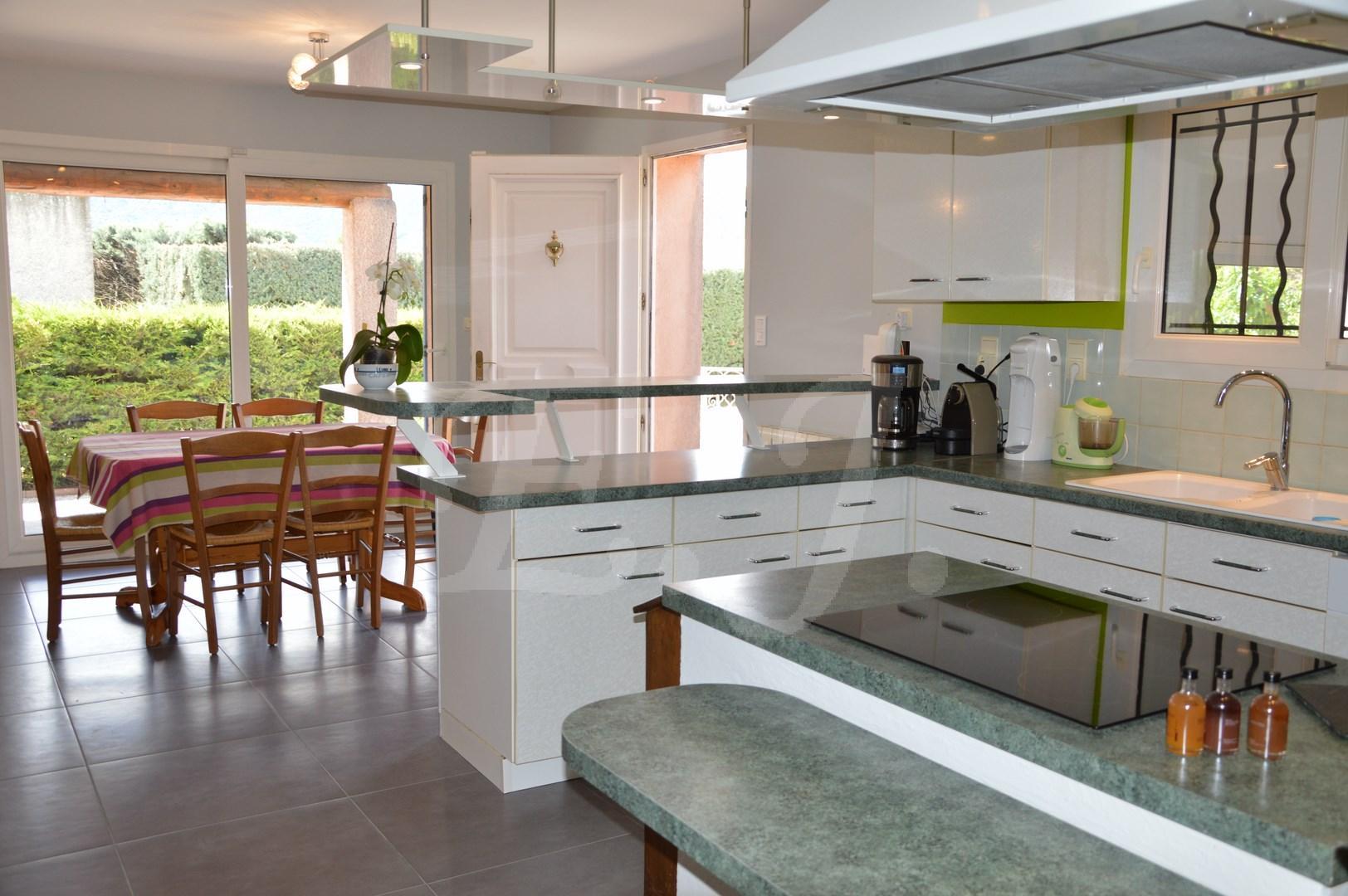 Ventes villa t5 f5 maubec avec 4 chambres piscine face au for Achat maison luberon
