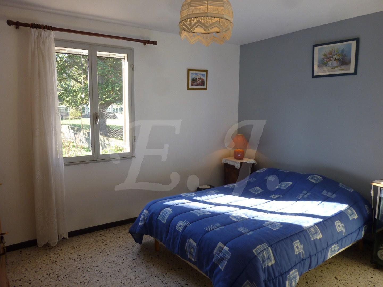 ventes maison t4 f4 apt tr s bon tat environnement calme proche commerces maison et villa. Black Bedroom Furniture Sets. Home Design Ideas