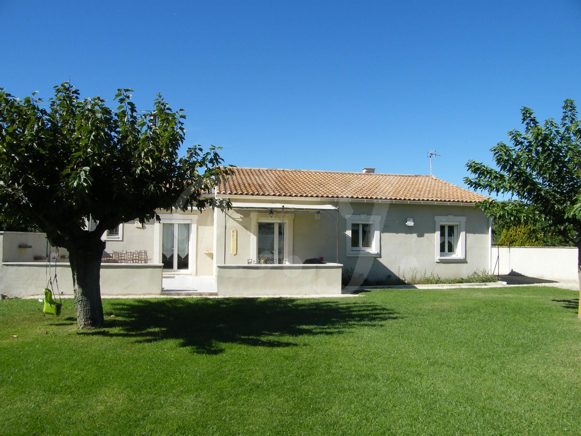 Maison a vendre a maubec vaucluse avec 3 chambres et terrain par l ...