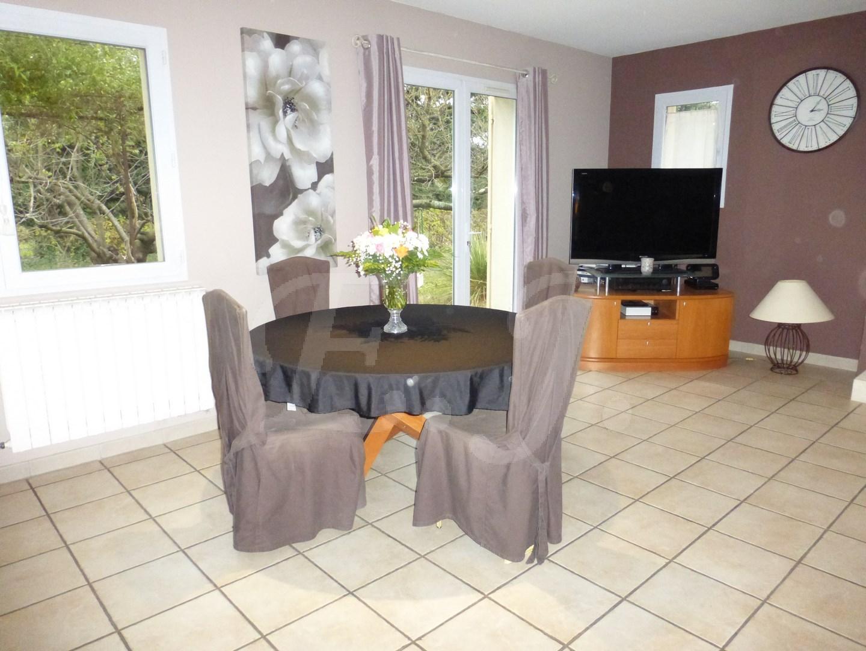 CHEVAL-BLANC maison à vendre avec piscine face au Luberon
