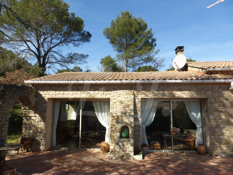 Villa T4 MAUBEC A vendre maison de PP avec 3 chambres sur grand terrain arboré en Luberon , cadre champêtre et calme , vaucluse 84
