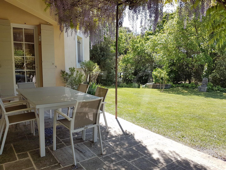 Vente Villa T6/7 Cabrières d'Avignon de construction traditionnelle, dans un environnement calme