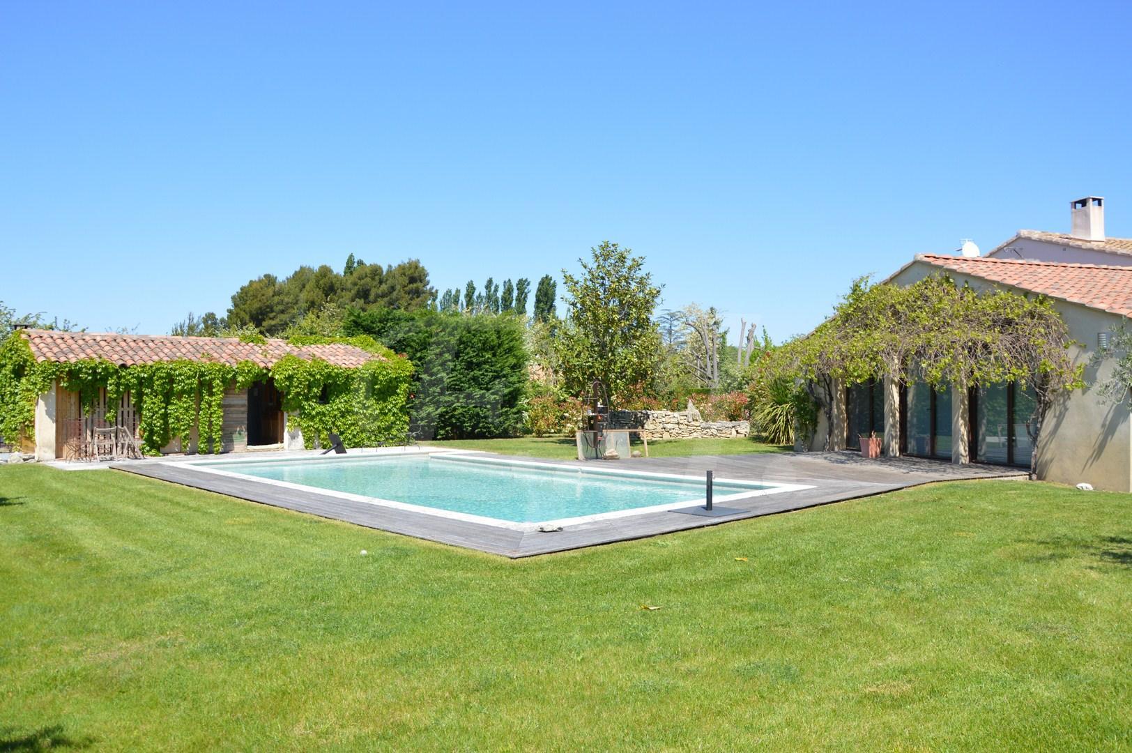 Ventes villa t7 f7 maubec maison de plain pied avec grands for Vente tuyau piscine