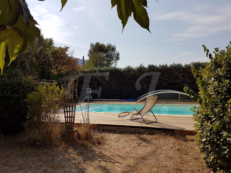 Ventes maison t5 f5 maubec environnement calme jardin avec for Environnement piscine