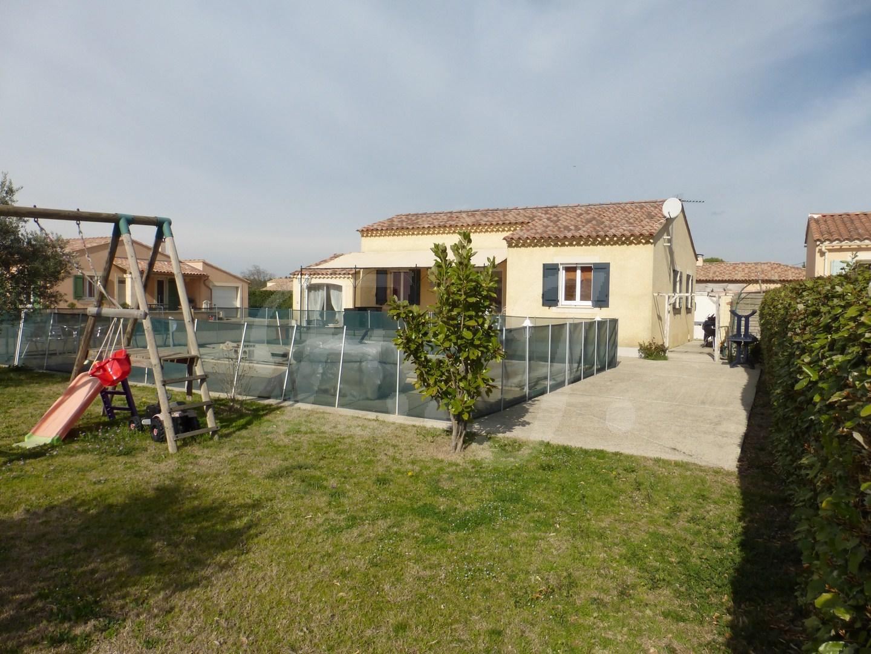 Villa T5 Cheval Blanc en excellent état avec jardin, piscine et vue Luberon