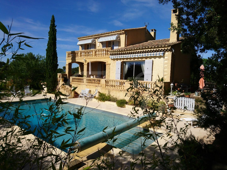 Vente Villa T6 Taillades proche village au pied du Luberon sur terrain avec piscine