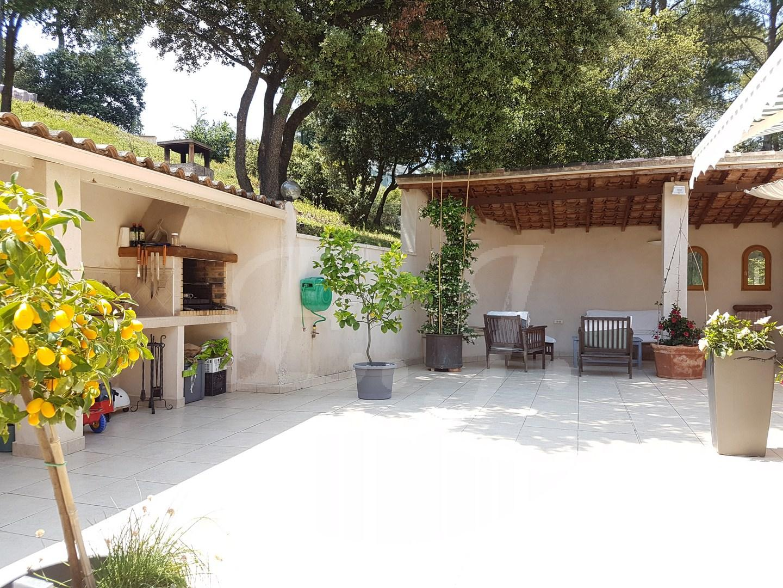 Maison  T7 CAVAILLON en campagne avec piscine et possibilité de deux logements
