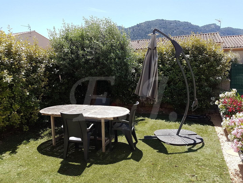 Maison modernes avec jardin et piscine maison moderne for Jardin et