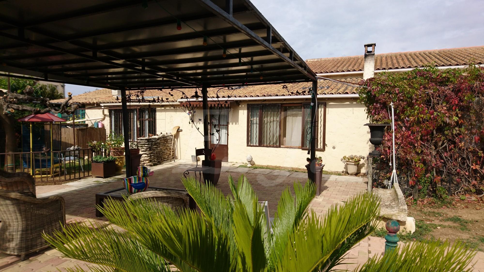 Vente Villa T7 Maubec Proche des commerces, jardin arboré