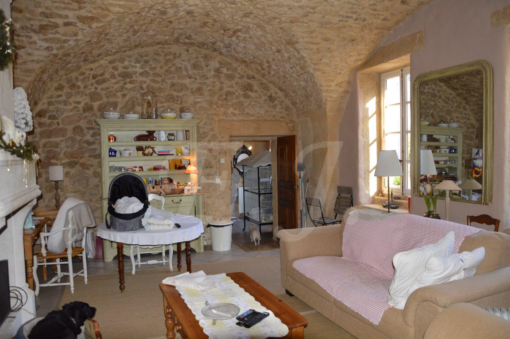 ventes maison cheval blanc viager libre en pierre avec du caract re r nov jardin avec garage et. Black Bedroom Furniture Sets. Home Design Ideas