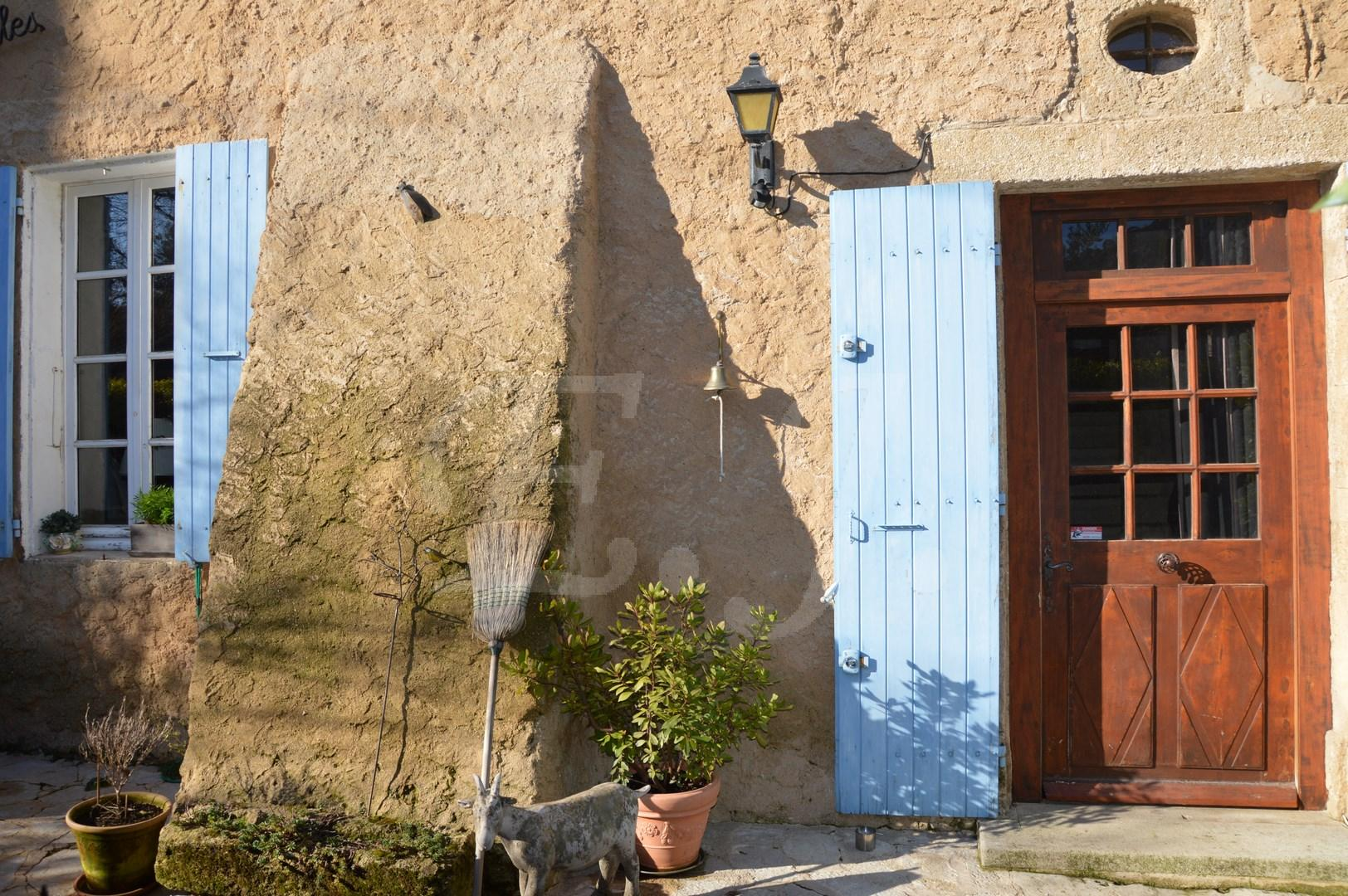 maison r nov e cheval blanc viager libre en pierre avec du caract re jardin avec garage et. Black Bedroom Furniture Sets. Home Design Ideas