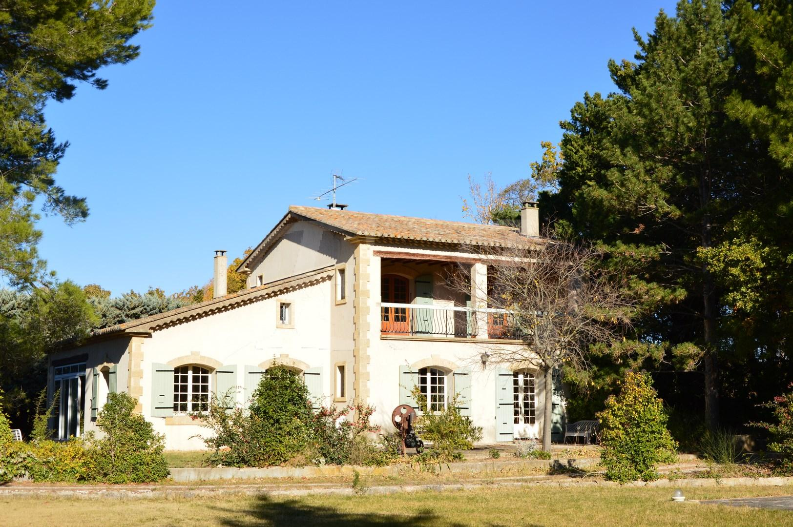 Maison  T5 Cheval Blanc En campagne grand terrain avec piscine et garages