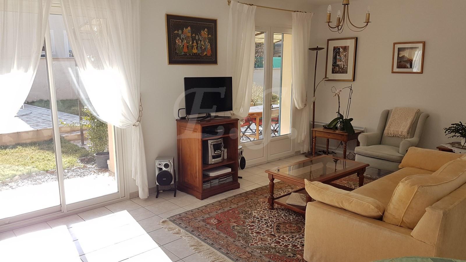 Vente Maison  Robion 5 pièces avec jardin garage et piscine proche village et commerces