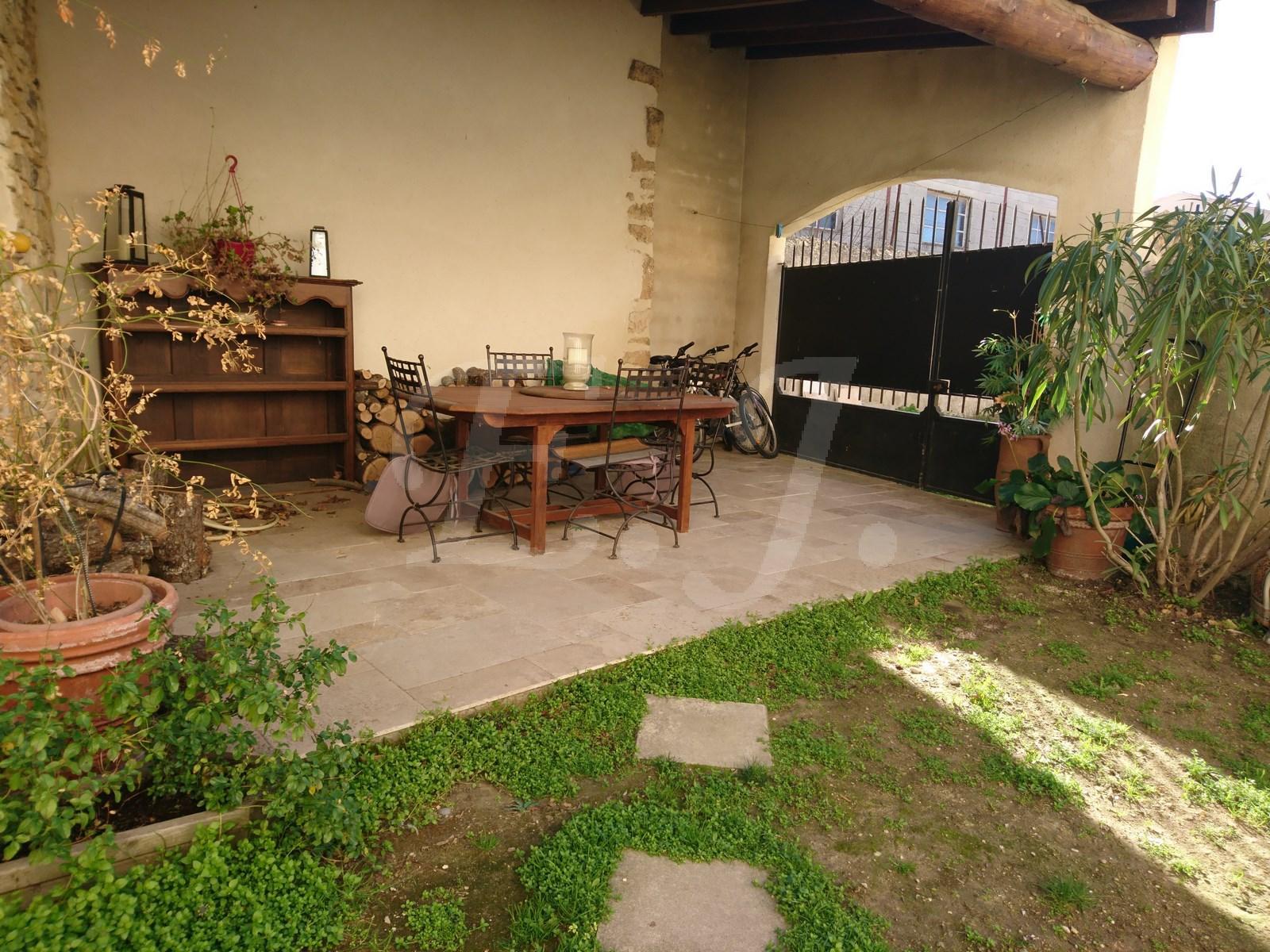 Ventes maison t4 f4 taillades de caract re en pierre avec for Vente maison avec atelier
