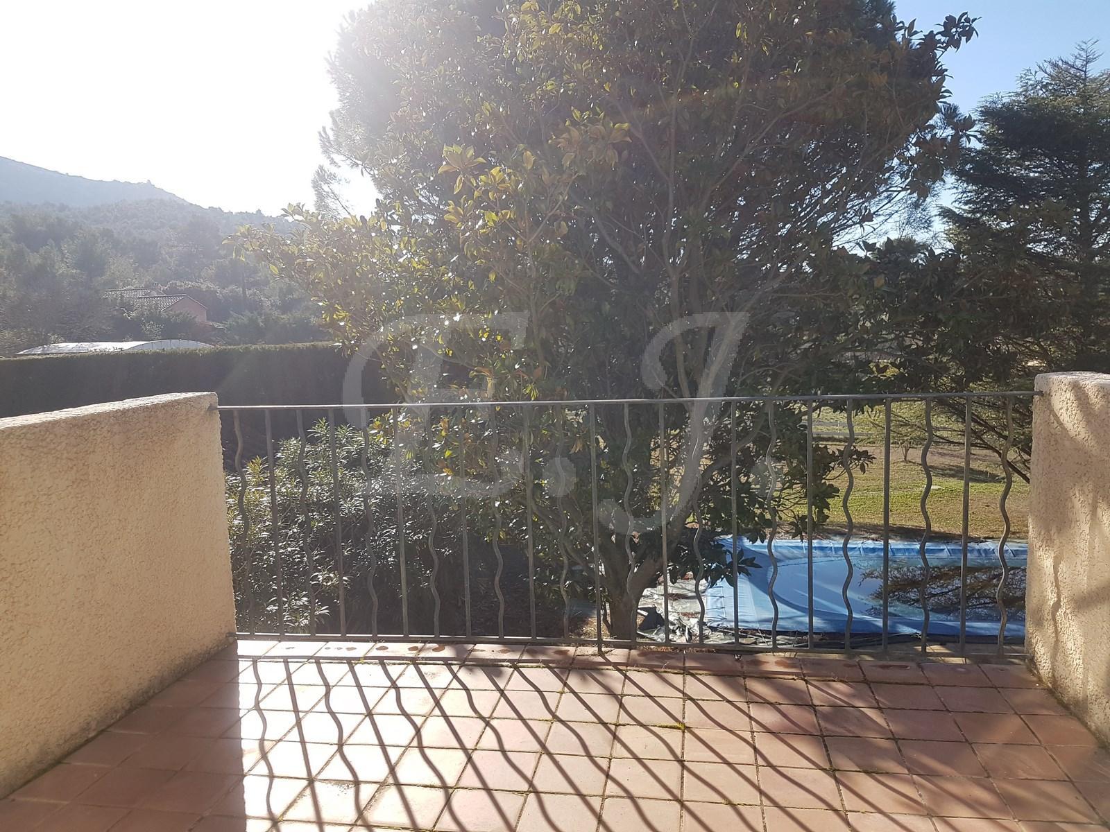A vendre maison 5 pièces au pied du Luberon avec piscine et garage