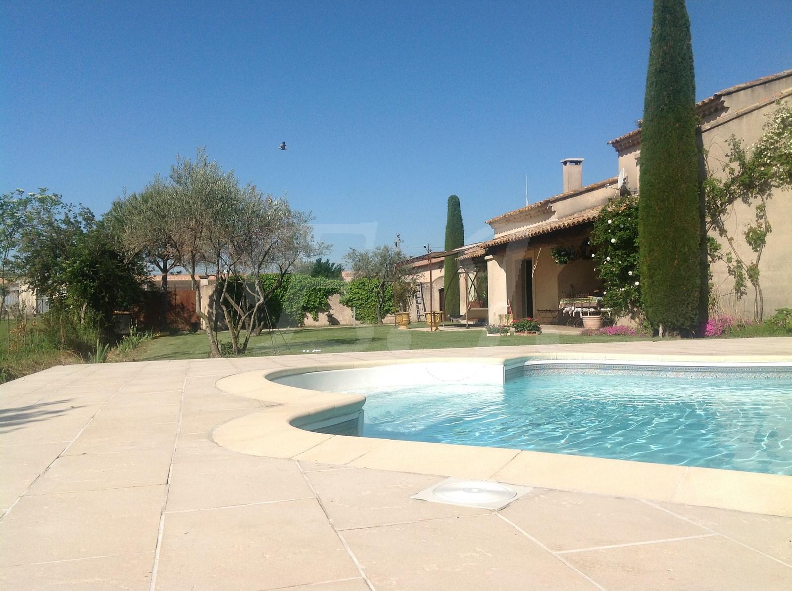 Maison à vendre avec grand terrain, piscine et agrage