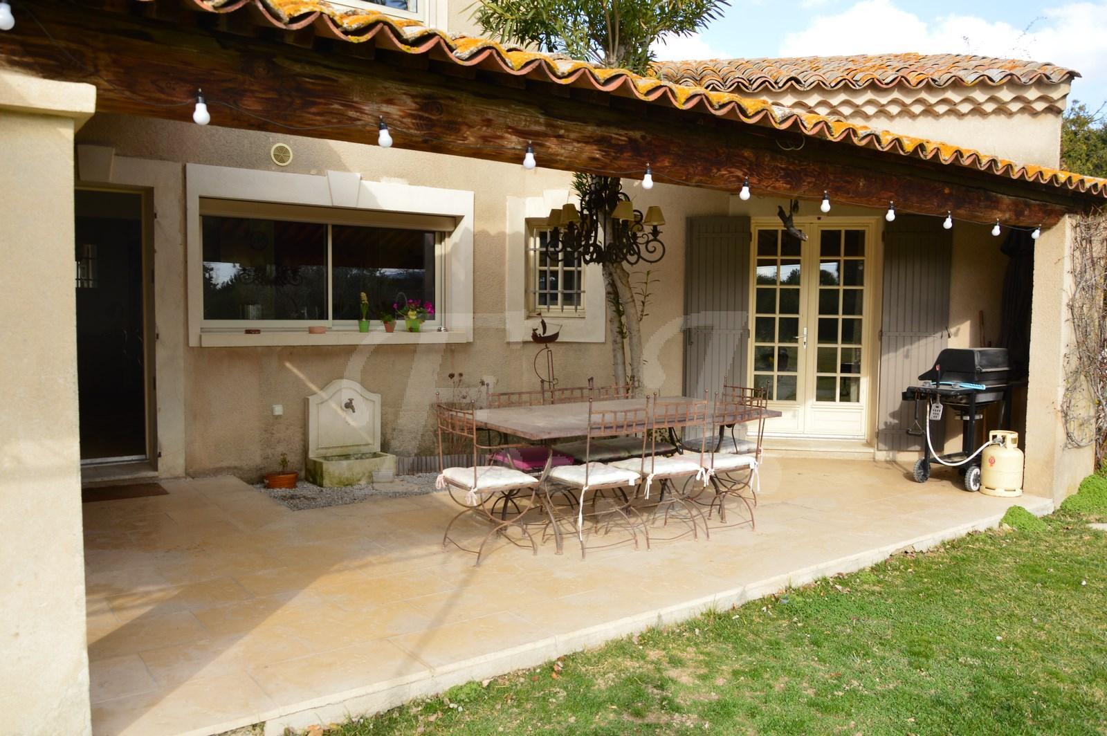 Vente maison avec terrasse ombragée, jardin et piscine
