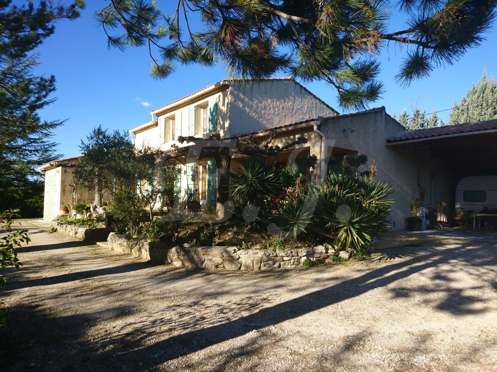 Maison  Cabrieres d'Avignon 7 pièces avec garage , abri voiture et grand terrain clos et arboré