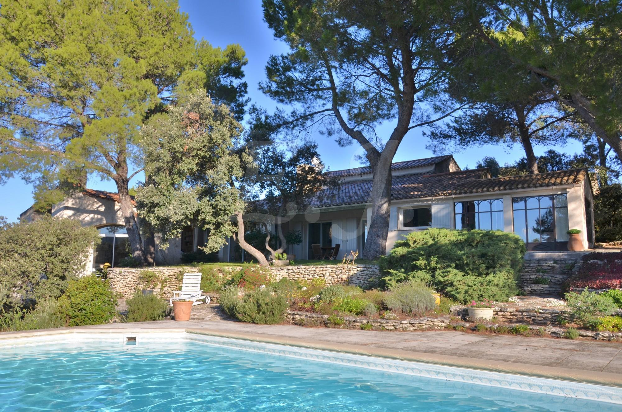 Ventes villa t6 f6 les taillades dans un environnement for Architecte luberon