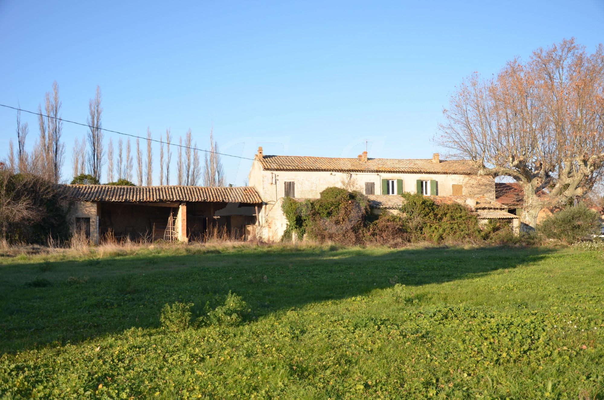 Mas proven al t8 cavaillon en pierres restaurer sur grand terrain agricole bien vendu l for Construction terrain agricole