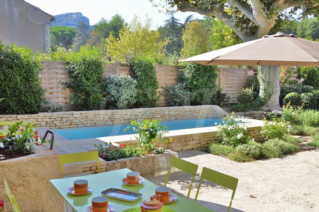 jardin paysager avec piscine good amenagement exterieur piscine creusee paysagiste amenagement. Black Bedroom Furniture Sets. Home Design Ideas