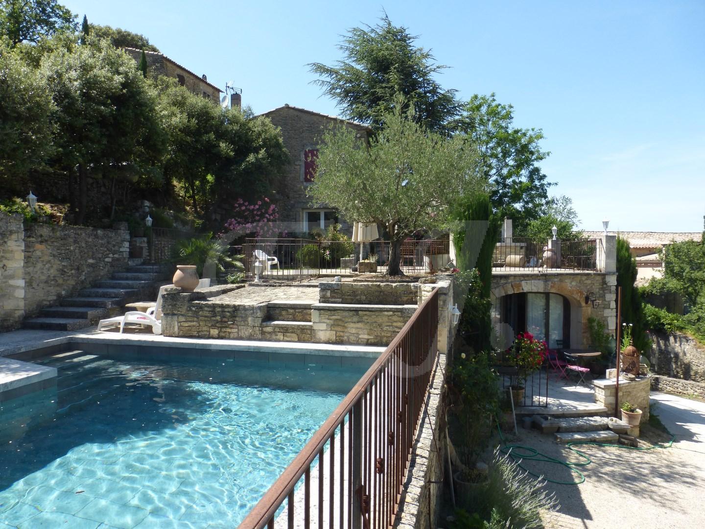 ventes maison de village maubec vue panoramique avec terrasses piscine d pendance et garage. Black Bedroom Furniture Sets. Home Design Ideas